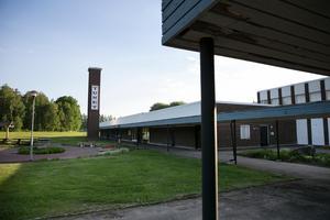 Tunets simhall byggdes 1970 och har varit hotat av nedläggning flera gånger.
