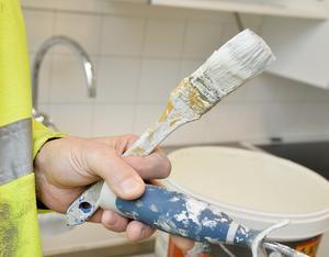 Småföretagare, som till exempel målare, fyller en mycket viktig funktion i Nynäshamn, påpekar insändarskribenterna.