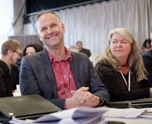 Jonas Sjöstedt, avgående partiledare för Vänsterpartiet och Mia Sydow Mölleby, partiets gruppledare i riksdagen och under många år bosatt i Hallsberg. Foto: Jessica Gow/TT/Arkivbild