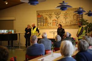 Polisinspektör Susanne Lindström och polisvolontär Yngve Mattiasson berättar om volontärernas arbete.