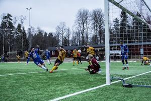 Det avgörande 2-1-målet av Emil Zoltek.