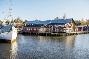 Restaurang Sjömärket är en samlingsplats i Mellanfjärden.