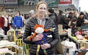 Susanne Näslund säljer leksaker, bland annat den här Pippidockan.