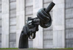 Vilken blir Sveriges hållning i säkerhetsrådet om en resolution om global fred skulle skada vapenindustrin, undrar signaturen. Foto: Tim Brakemeier