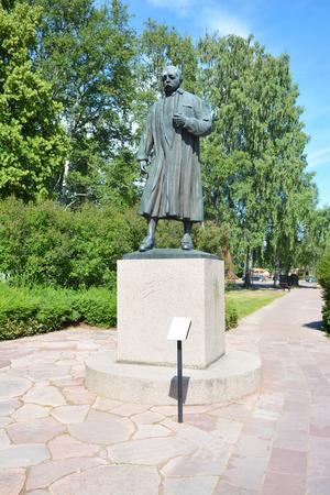 Vi går sedan vidare till Tingshusparken där statyn av Anders Zorn finns placerad.