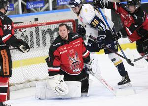 Periodvis blev trycket så hårt i Glysishallen och Magnus Åkerlunds mask åkte av.
