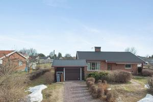 På Dalarnas Klicktoppen för förra veckan kommer denna villa i Åselby, Borlänge kommun, på tionde plats. Foto: Patrik Persson