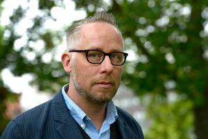 Författaren och journalisten Po Tidholm gästar Smedjebacken under en debattkväll i Meken på Kyrkogatan.Foto: Janerik Henriksson / TT