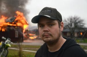 Kristoffer Holgersson,  fastighetsägare,  är tacksam för att ingen kom till skada vid den våldsamma branden.