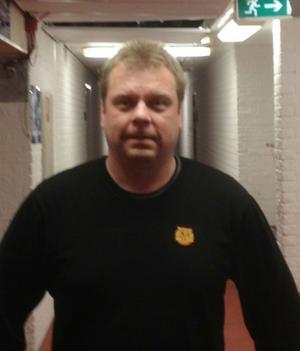 Roland Sätterman har de sju senaste åren jobbat inom Färjestads organisation. Han är ny tränare i Moras J20-lag och har fått en tuff start med ett