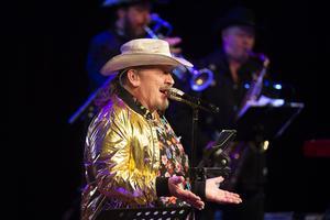 Dansbandshjältarna i Lasse Stefanz fick Tonhallen i Sundsvall att gunga. För sången stod Olle Jönsson.