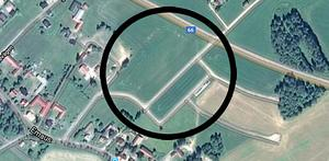 Det är i det här området intill Korsnäsgården som Stiftelsen Vansbrohem vill bygga minst fyra parhus för seniorboenden.                                                            Foto: Google maps