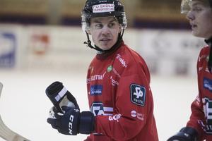 Med 40 assist blev Daniel Burvall Jonsson elitseriens passningskung. Nu ska Edsbyns 36-årige stjärna leverera även i slutspelet.
