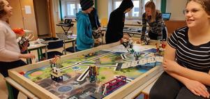 Smedbergselever tränar inför lördagens tävling i Borlänge.