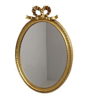 Spegel i gustaviansk stil, 58x41 cm, klubbades för 900 kronor på Effecta.