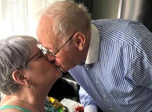 Efter drygt 62 år håller kärleken i sig mellan Margareta och Åke.