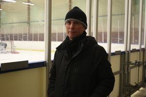 Rob van der Bliek var i B-hallen och kikade på dotterns träning.