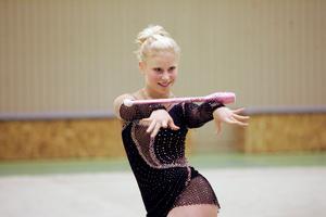Sofia Edstrand vid Svenska Cupen i rytmisk gymnastik, RG, år 2007. Här med redskapet käglor.