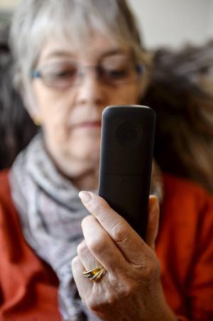 Många konsumenter känner sig lurade av telefonförsäljare. Värst drabbade är äldre och nu vill regeringen införa skriftliga avtal vid telefonförsäljning.   Per Larsson/TT