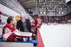 Får Niklas Svedberg stå mot Oskarshamn eller väljer Fredrik Andersson att satsa på Victor Brattström? Timrås målvaktsval kan bli avgörande, tror Adam Johansson. Foto: Erik Mårtensson/TT