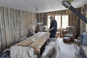 Rummet där frusna skoterförare tinar upp vintertid.