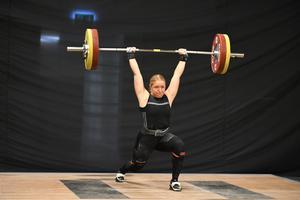 Hillevi Carlsson stöt 100kga. Foto: Niklas Anfolk.