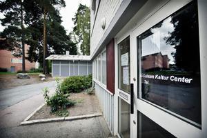 """Moskén på Pettersberg nämns i Försvarshögskolans rapport om salafism i Sverige och kritiseras bland annat för att imamen Fekri Hamad, av polisen beskriven som en """"hårdför salafist"""", har hållit fredagsbön moskén."""