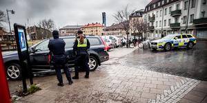 Överfall mot två kvinnor i Falun väckte mycket oro. Än har ingen gripits.