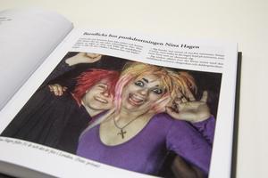 Om hur det var när Köpingstjejen Carina Melin blev barnflicka hos punkdrottningen Nina Hagen går det att läsa i årets Köpingsboken.