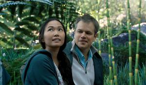Hong Chau och Matt Damon i
