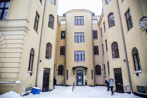 Insändarskribenten vädjar till kommunfullmäktige på måndag om att stoppa köpet av fastigheten Rådhuset 4 i Härnösand.