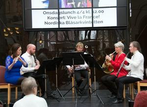 Nordiska Blåsarkvintetten - Maria Garlöv, Mattias Larsson, Andreas Lyeteg, Maria Granberg och Eva Lauenstein - spelar fransk musik i Tonhallen torsdag den 5/4 19.00. Liksom den gjorde vid en lunchkonsert i Kulturmagasinet i dag.