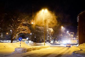 Snön yrde på Skolhusallén i Sundsvall.