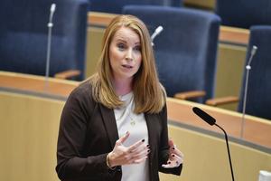 Centerns partiledare Annie Lööf torgför partiets åsikter om en åtstramning av LAS-reglerna. Foto: Henrik Montgomery/TT