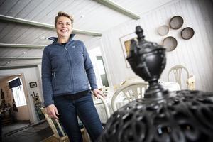 För tre år sedan flyttade hela familjen Westberg till Färjestans gård i Eriksberg. Dottern bor nu i ett hus på fastigheten, liksom Evas mamma.