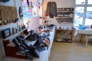 Hantverkare från hela Ånge kommun bidrar med ett brett utbud av föremål.