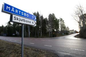 Vid infarten till Mårtsbo har det under de senaste åren byggts upp två bostadsområden med 50 villor.
