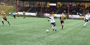 Friska Viljor fick ofta jaga Frejspelare i kvalet till P19 allsvenskan. FV åkte dit med 2–6 på Skyttis.