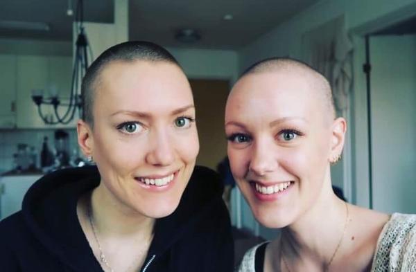 Emma med sin syster Hanna.Foto: Privat