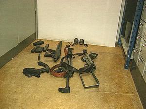 Militärligan kom över mängder med vapen. Foto: SVT
