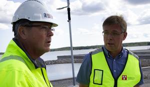 Klas-Åke Sundberg, VD Hälsinge markentreprenad, och Mikael Löthstam (S).