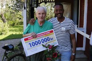Ett vinnarfoto med Putte Nelsson var givet när vinsten var mottagen.