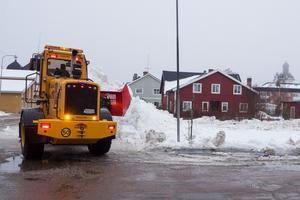Under vintern används ödetomten som tillfälligt snöupplag.