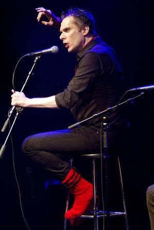 """Nick Cave själv tyckte om hans svenska tolkning av hiten """"Where the Wild Roses Grow"""" berättade Thorsten Flinck stolt innan han spelade låten."""