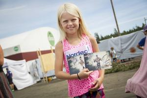 Ida Winlöf, 7 år, stod länge i kön innan hon fick träffa gladiatorerna.
