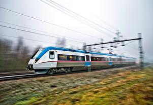 Tåg på väg genom Västmanland. Arkivbild.