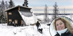 Lotta Frisk bor sedan sex år tillbaka uppe på berget i Södra Söre, Lit.