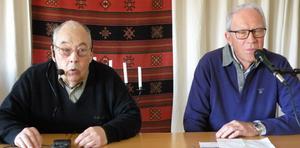 Tidigare FN-arbetaren Rolf Johansson, till vänster, berättade om sitt arbete i fredens tjänst vid SPF Tuna-Säters senaste möte. Bredvid honom sitter moderatorn Rune Björke. Foto: Gunnar Olsson.