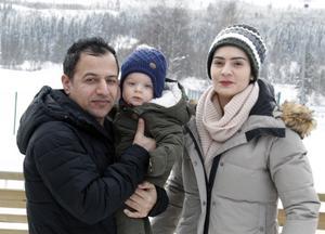 Det tog nästan på dagen två år för familjen Aydin  att kunna samlas i Sälen för att börja ett nytt liv.