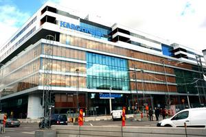 Karolinska universitetssjukhuset och institutet i Solna.